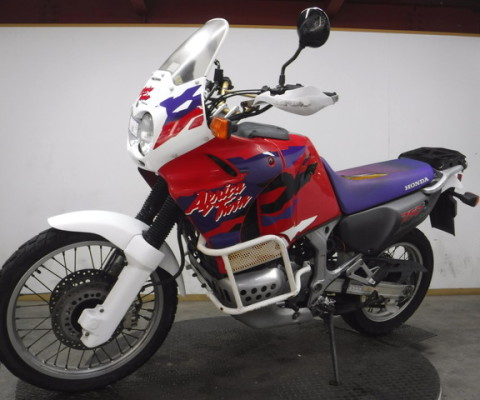 AFRICA TWIN750-2