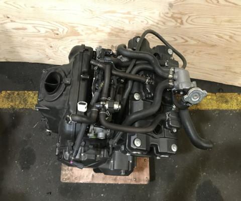 CB400SF REVO エンジン